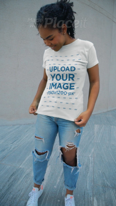 Video of a Young Woman Showcasing Her T-Shirt 3593v
