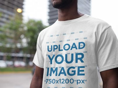 Black Man Wearing a T-Shirt Mockup at the City a16894