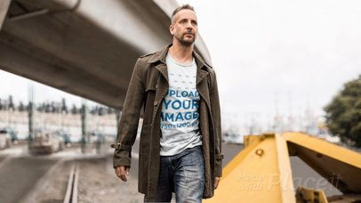 T-Shirt Video with Parallax Effect featuring a Stylish Middle Age Man in the City 25306
