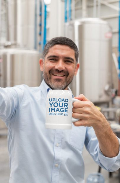 Beer Mug Mockup of a Man Taking a Selfie 33452