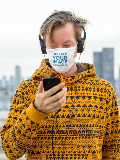 Face Mask Mockup of a Man Listening to Music in the City 42838-r-el2
