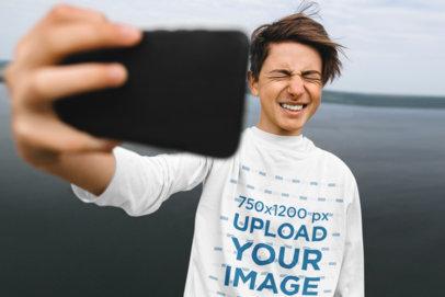 Long-Sleeve Tee Mockup of a Teenager Taking a Selfie 44014-r-el2