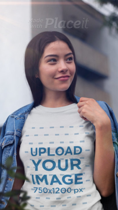 T-Shirt Video Featuring a Happy Woman and a Parallax Effect 2522