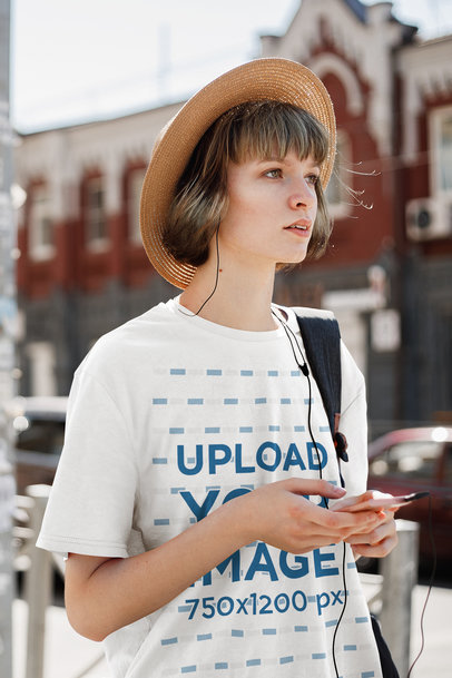 T-Shirt Mockup of a Woman Finding Her Way in a City 43317-r-el2